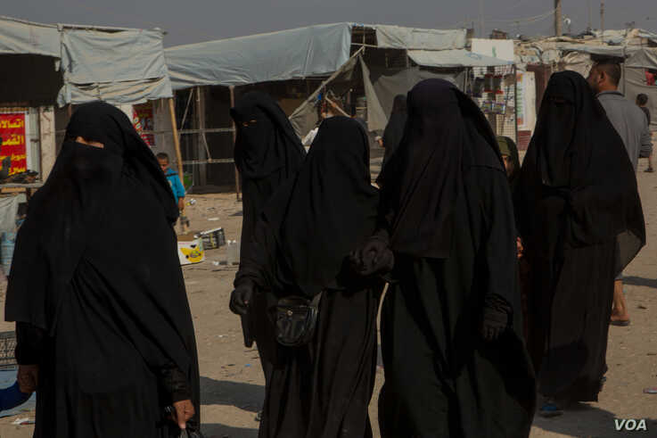 Tens of thousands of Islamic State fighters and their families are detained in camps and prisons secured by Kurdish-led forces who say the chaos has led to escapes, riots and a pending security crisis, in al-Hol Camp, Syria, Oct. 17, 2019. (Yan Boechat/VOA)
