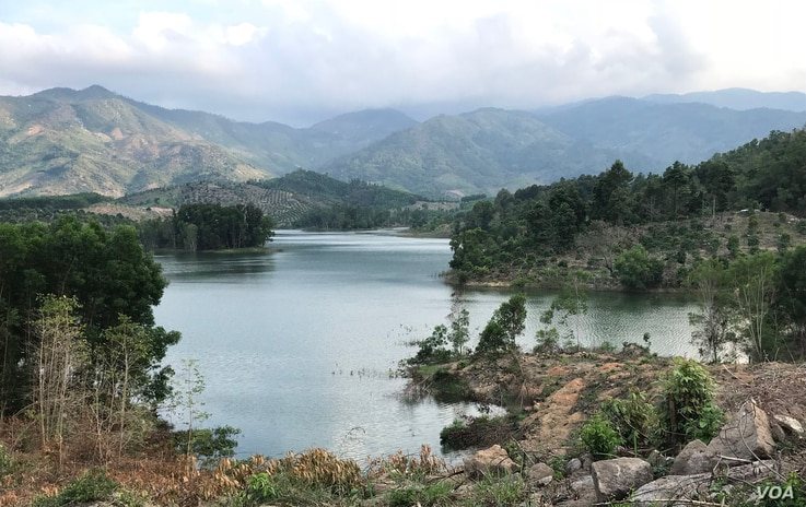 Not frequently discussed is the environmental impact of new golf courses in Vietnam, such as overuse of water, pesticides, and natural habitats, as well as the microplastics that golf balls release into the ocean. (Ha Nguyen/VOA)