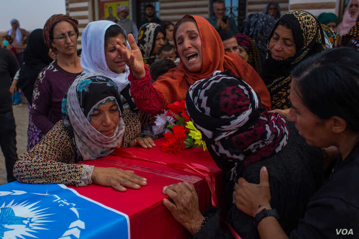 Women mourn at a funeral for a Kurdish-led government security guard on the outskirts of Tal Tamer, Syria, Oct. 21, 2019. (Yan Boechat/VOA)