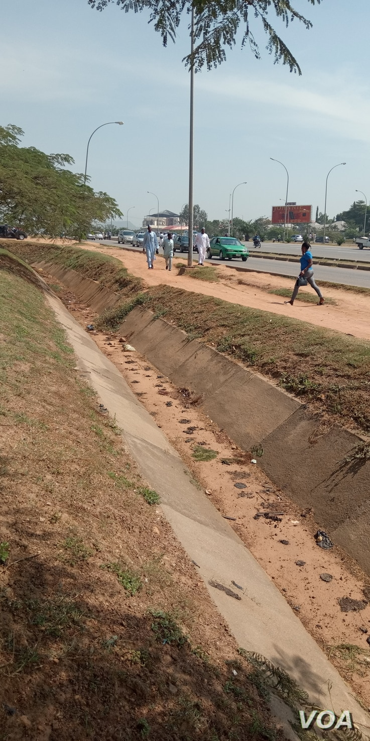 Gutters and Byways in the heart of Abuja covered with feces. Nov. 18, 2019. (Timothy Oviezu/VOA)