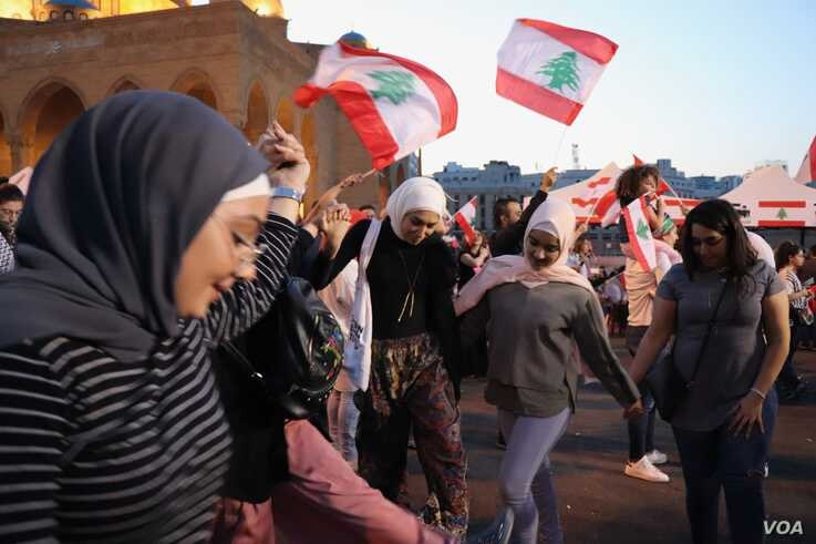 """Every day for more than a month, demonstrators have been in the streets expressing their anger and celebrating what they call their """"revolution"""" in Beirut, Lebanon, Nov. 17, 2019. (Heather Murdock/VOA)"""