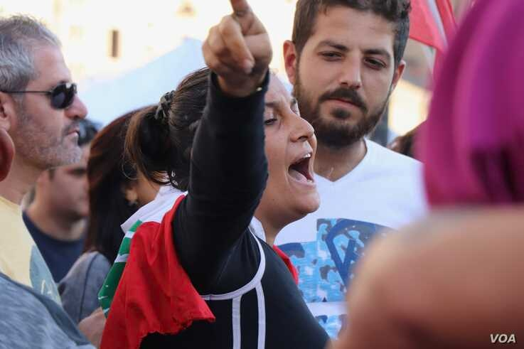 Protesters say they are infuriated by the limited response from political elites in Beirut, Nov. 19, 2019. (Heather Murdock/VOA)