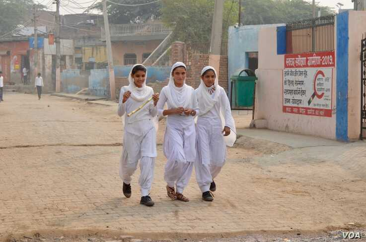 Girls in Mewat district are married young and are not allowed to be seen or work with men. (Anjana Pasricha/VOA)