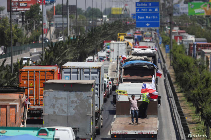 Vehicles block the road during a demonstration against toll charges, on the outskirts of Santiago, Chile November 6, 2019…