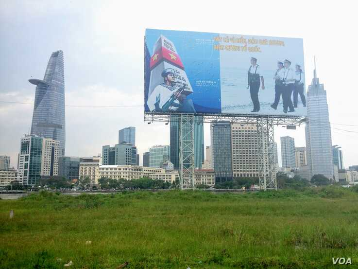 A billboard in front of the Ho Chi Minh City skyline reminds residents of Vietnam's territorial claims in the South China Sea. (VOA/Ha Nguyen)