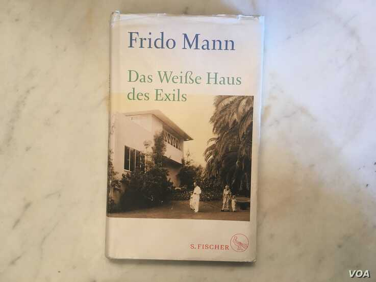 The cover of Frido Mann's book in memory of his grandparents and German intellectuals who fled the Nazis and took up residency in the U.S. during World War II; some would go on to become U.S. citizens, as did Thomas Mann. (Natalie Liu/VOA News)