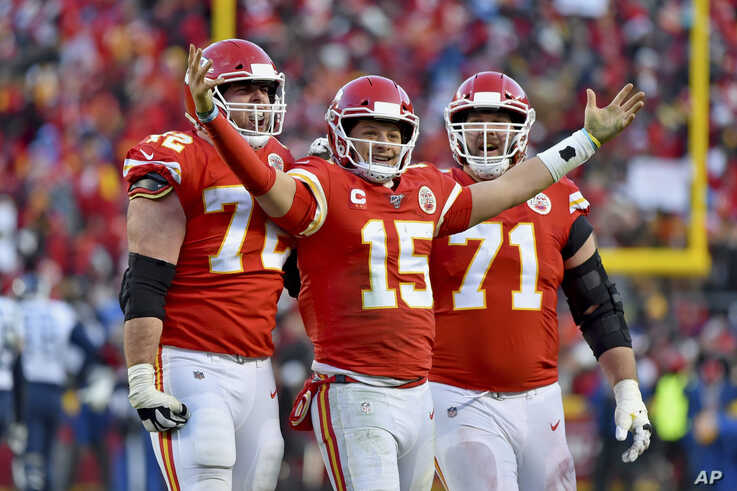 Kansas City Chiefs' Patrick Mahomes (15) celebrates a touchdown pass with Eric Fisher (72) and Mitchell Schwartz (71) during…