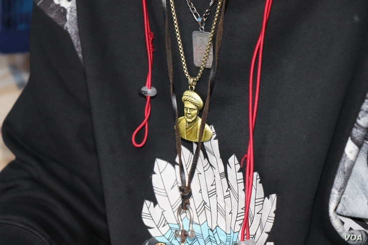 A protester wears a necklace depicting Muqtada al-Sadr, a prominent Shi'ite cleric and leader who has called on his supporters to join the rallies to demand U.S. forces leave Iraq, pictured on Jan. 21, 2020 in Baghdad. (Heather Murdock/VOA)