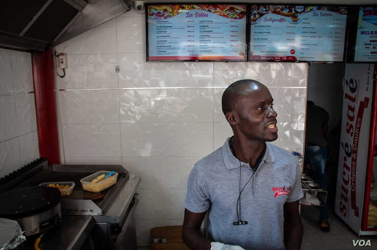 Sadio Mane cooks crepes at Sucre Sale in Dakar, Senegal, Jan. 29, 2020. He said he's concerned about the coronavirus spreading to Senegal. (Annika Hammerschlag/VOA