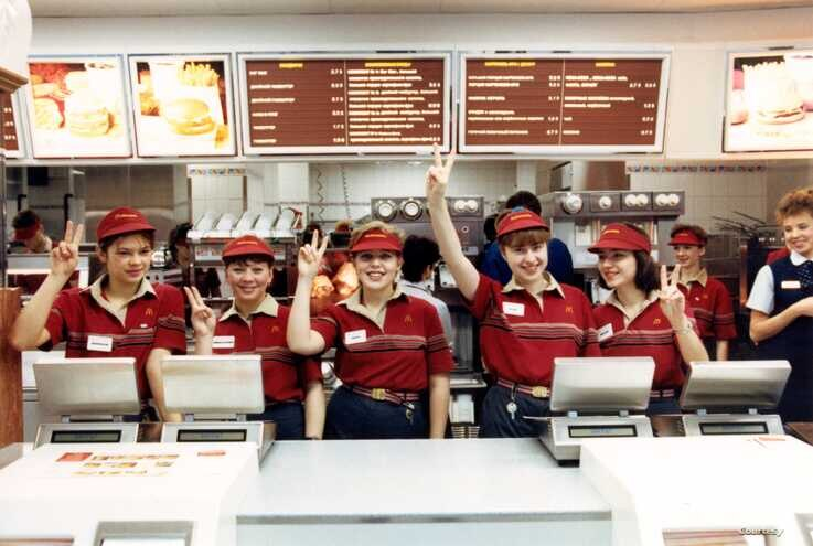 The crew at the Pushkin Square McDonald's in Moscow was ready to go on opening day, Jan. 31,1990. (McDonald's photo)