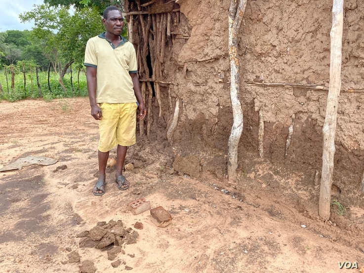 Xolani Moyo from Victoria Falls, Zimbabwe, has been locked in cycle of poverty since his father died and dropped out of primary school fourth grade. (Columbus Mavhunga/VOA)