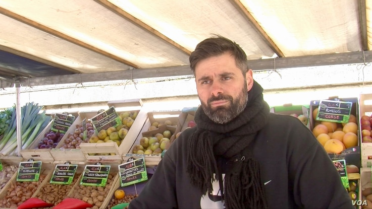 Organic food seller Gregory Framery is among a growing number of French rejecting intensive faming practices. (Lisa Bryant/VOA)