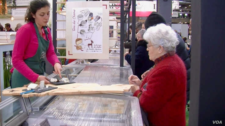 The Paris agricultural fair is a time for French to reconnect with their roots, and local gastronomy. (Lisa Bryant/VOA)