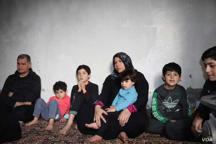 Abeel, 36, with her children who all fled from Idlib a week ago during the night night, are seen in Raqqa, Syria Feb. 23, 2020. (Heather Murdock/VOA)