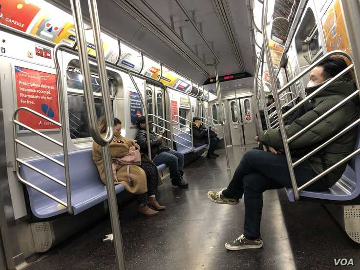 Subways are much emptier as many New Yorkers move to teleworking. (Margaret Besheer/VOA)