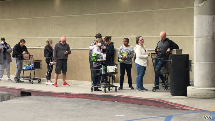 Lines outside grocery stores are not uncommon. Items such as toilet paper and sanitizers are in high demand and hard to find. (Elizabeth Lee/VOA)