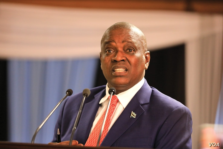 "Botswana President Mokgweetsi Masisi says the army will defend the country against ""intruders."" (Mqondsisi Dube/VOA)"