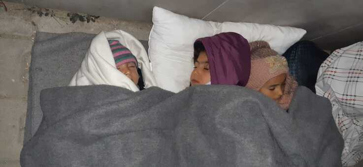 Children sleep in the streets after being released from quarantine in Izmir, Turkey, April 13, 2020. (Photo courtesy of refugees)