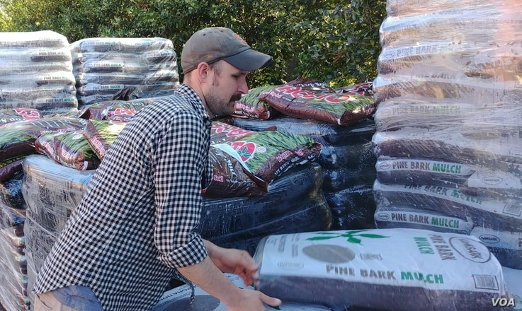 Garden mulch is a top seller at hardware stores in Virginia. (D.Block/VOA)