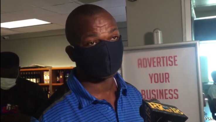 This passenger, who was wearing a mask, said he is not afraid of catching the coronavirus. (VOA Creole/Yves Manuel)