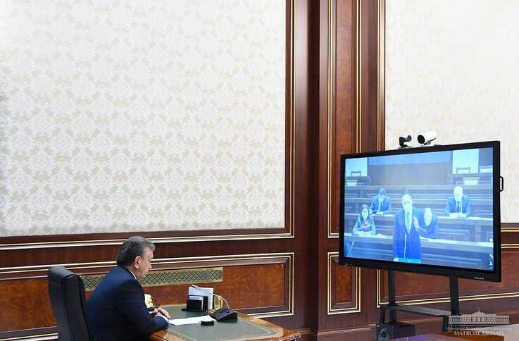 Uzbek President Shavkat Mirziyoyev has been holding remote meetings with his Cabinet. (president.uz)