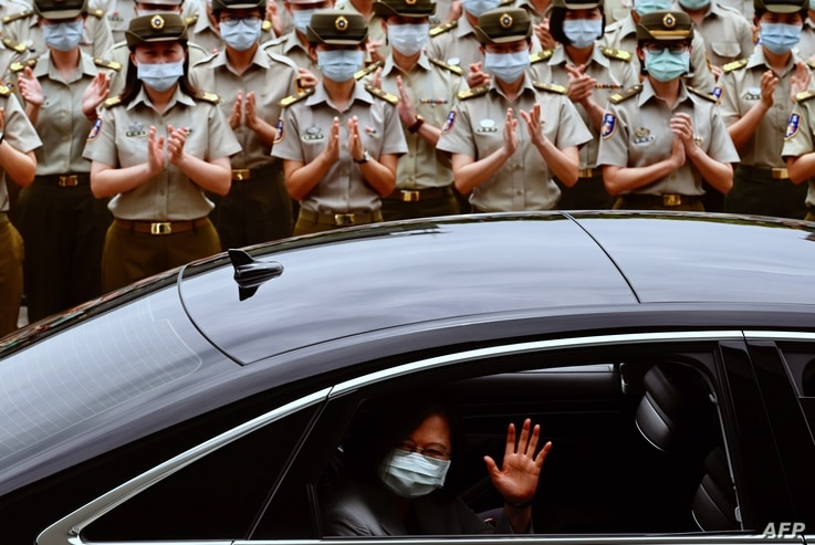 Taiwan President Tsai Ing-wen waves after inspecting the military police headquarters in Taipei on May 26, 2020. (Photo by Sam…