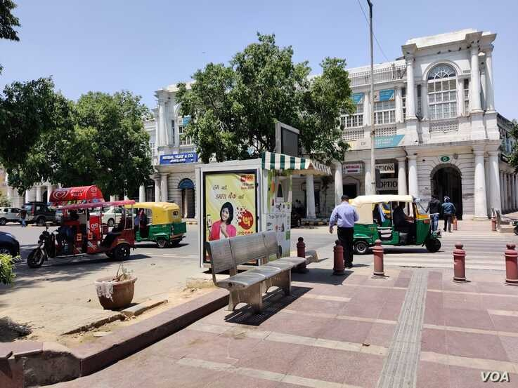 Auto rickshaw drivers don't see too many customers as most people still hesitate to venture outside. (Anjana Pasricha/VOA)