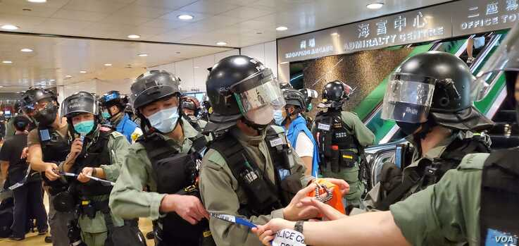 Hong Kong riot police on patrol during protest against National Anthem law, May 27, 2020. (Photo: Verna Yu / VOA)