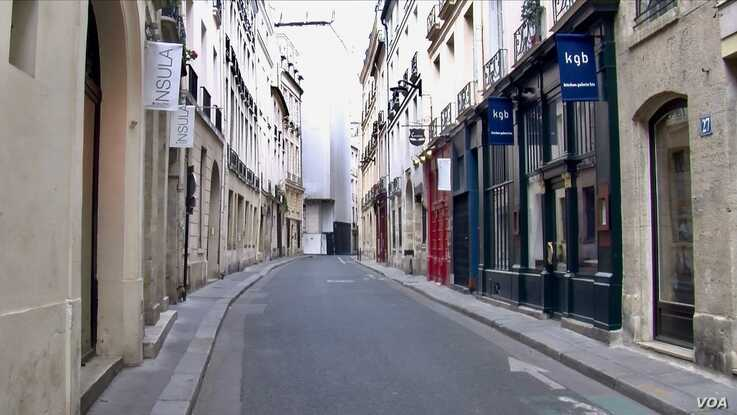 A deserted street is seen in Paris' Latin Quarter under lockdown. (Lisa Bryant/VOA)