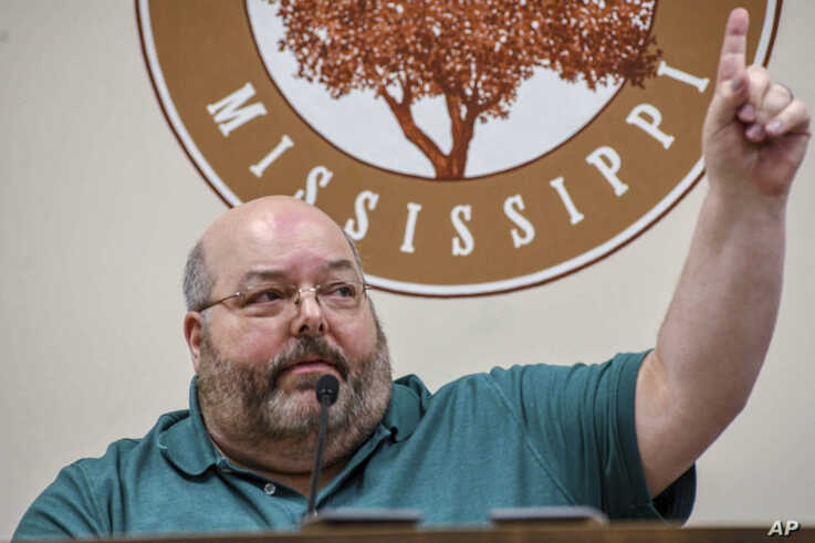 Petal Mayor Hal Marx raises his hand and refuses to resign at a special board of aldermen meeting at Petal City Hall.