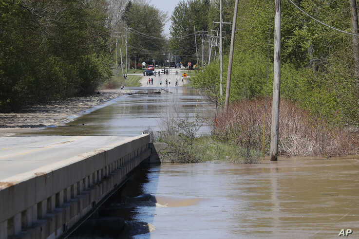 The Tittabawassee River overflows, Wednesday, May 20, 2020, in Freeland, Mich. People living along two mid-Michigan lakes and…