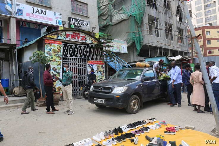 There were few people in the streets of Nairobi's Eastleigh neighborhood, a predominantly Somali area, on May 14, 2020. Movement in and out of the area is restricted because of COVID-19. The lockdown is set to end May 20. (Mohammed Yusuf/VOA)
