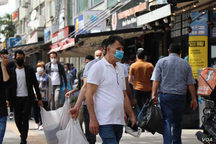 As it is throughout the world, the pandemic is straining Turkey's economy, with the poorest people suffering the most, in Istanbul, May 20, 2020. (VOA/Heather Murdock)