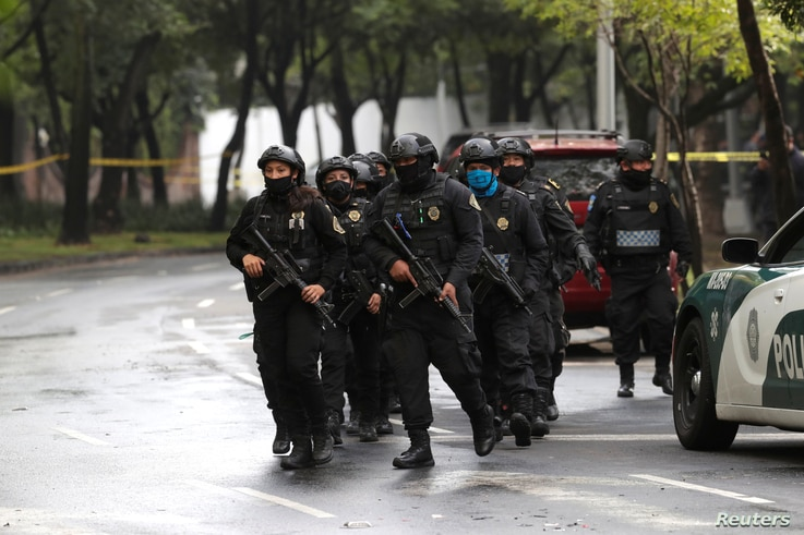 Police officers arrive at the area where a shooting took place in Mexico City, Mexico, June 26, 2020. REUTERS/Henry Romero