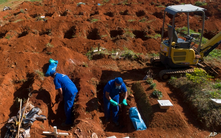 Cemetery workers exhume the remains of people buried three years ago at the Vila Formosa cemetery, which does not charge…