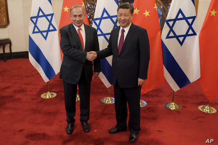 Israeli Prime Minister Benjamin Netanyahu, left, and Chinese President Xi Jinping pose for photographers ahead of their talks…
