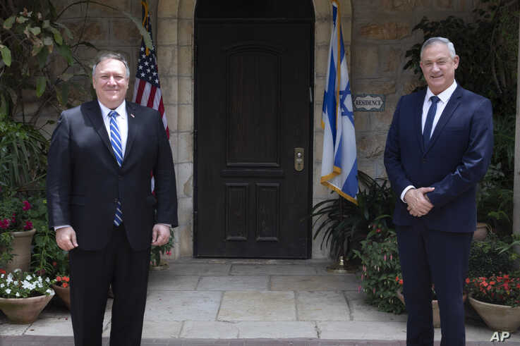 U.S. Secretary of State Mike Pompeo, left, meets Israeli Blue and White party leader Benny Gantz in Jerusalem, Wednesday, May…