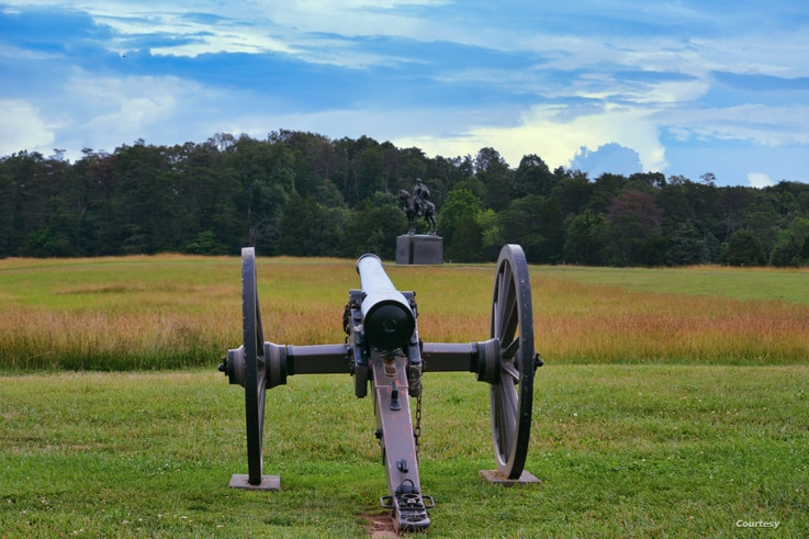 """The statue of Confederate Gen. Thomas """"Stonewall"""" Jackson stands at the Manassas Battlefield Park in Virginia. (Photo: Diaa Bekheet). Jackson was a commander in the First Battle of Bull Run, which marked the first major land battle of the Civil War."""