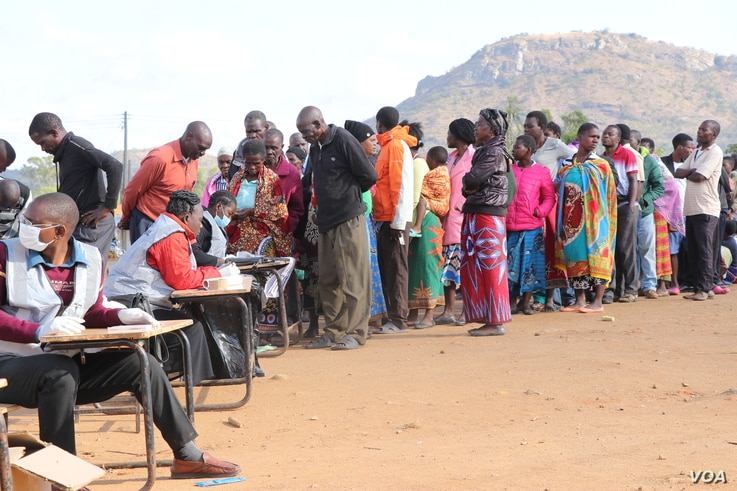 voters queeing to cast their votes in Malawi