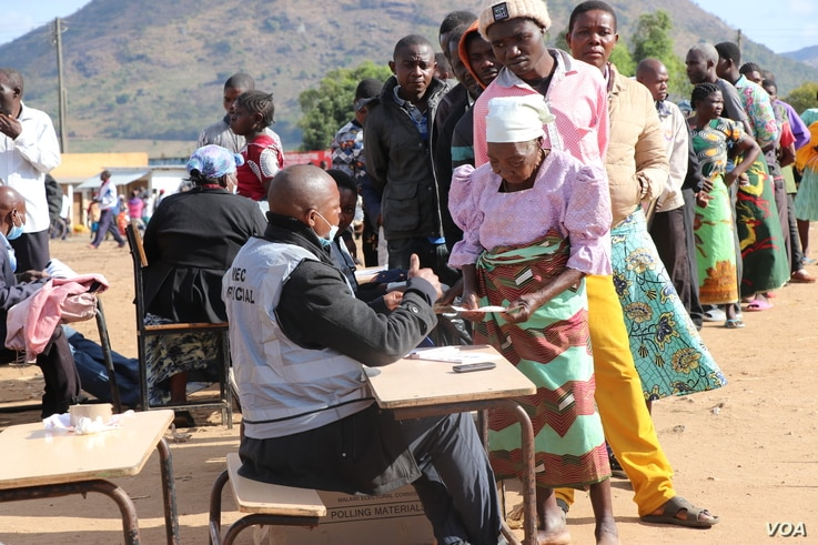 voters queeing for presidential election