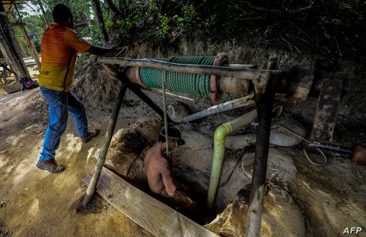 Ender Moreno descends into La Culebra underground gold mine in El Callao, Bolivar state, southeastern Venezuela on March 1,…