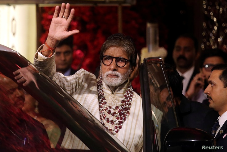 FILE PHOTO: File picture of Bollywood actor Amitabh Bachchan waving to fans in Mumbai, India, December 13, 2018. REUTERS…