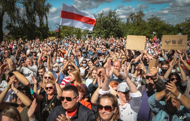 Belarusians attend a meeting in support of Svetlana Tikhanovskaya, candidate for the presidential elections, in Hlybokaje, Belarus, July 24, 2020.