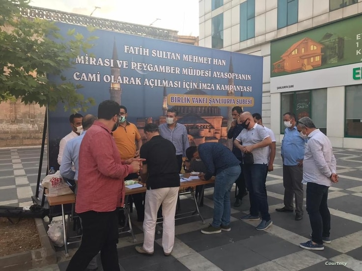 A nationwide petition calling for the Hagia Sophia to be turned into mosque has been launched, in Turkey's city of Sanliurfa people queue to add their names. Courtesy Birlik Foundation.