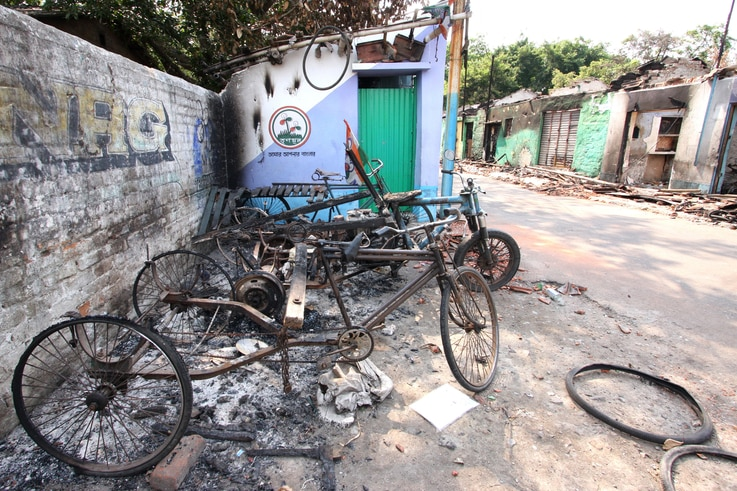 A part of the Muslim locality in Telinipara with burned vehicles owned by Muslims. Hindu mobs set fire to the entire Muslim locality on May 12, during communal violence. (Alex Simon/VOA)