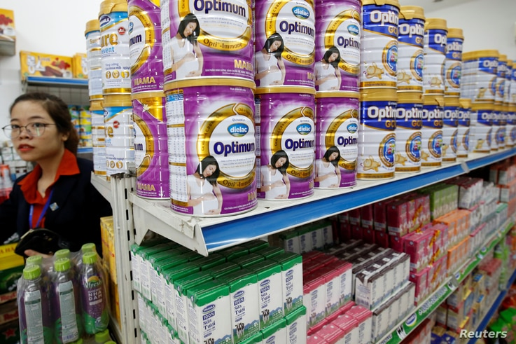 Vinamilk's products are displayed for sale at a shop in Hanoi, Vietnam August 4, 2017.  REUTERS/Kham