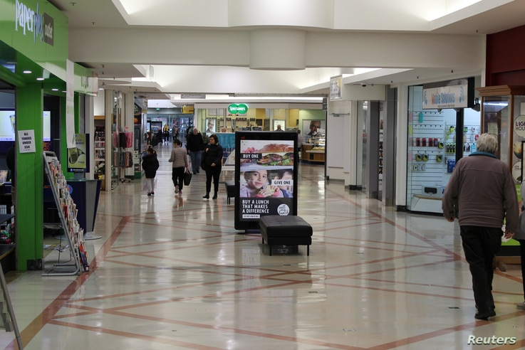 Shoppers are seen at a mall in Wellington, New Zealand July 16, 2020. Picture taken July 16, 2020. REUTERS/Praveen Menon
