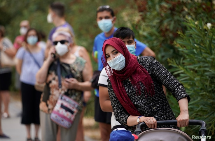People queue to make PCR test outside at Federica Montseny primary health care center during the coronavirus disease (COVID-19)…