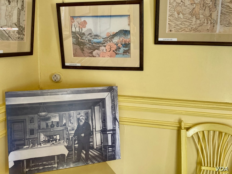 A photo of Claude Monet in his kitchen. (Photo: Lisa Bryant/VOA)
