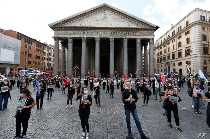 Tourists guides stage a protest in front of Rome's Pantheon, Tuesday, June 9, 2020, asking for government aid after more than…